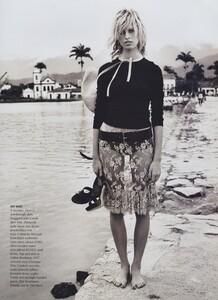 Way_Testino_US_Vogue_March_2002_12.thumb.jpg.afb5a4017d291af835b95cb35d7712b6.jpg