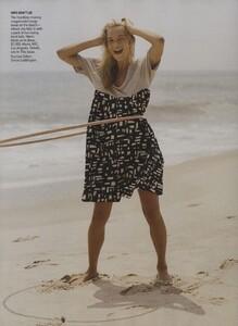 Weber_US_Vogue_November_2006_01.thumb.jpg.6e2e8ee82c7c11a3720c5dd53878a384.jpg