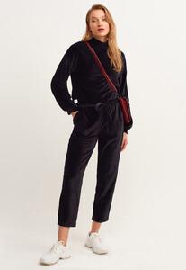 kusakli-velvet-jogger-pantolon_black-siyah_1_enbuyuk.jpg