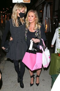 nicky-and-paris-hilton-at-her-mom-s-birthday-party-in-los-angeles-03-12-2021-1.jpg