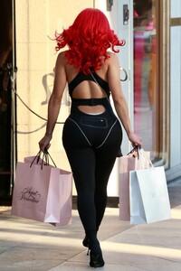 saweetie-shopping-in-beverly-hills-02-24-2021-2.jpg