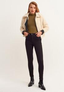 toparlayici-etkili-skinny-pantolon---tencel-_black-siyah_1_enbuyuk.jpg