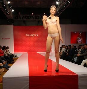 574018693_TriumphBodyMakeupFashionShow-Mumbai(5).thumb.JPG.be250d6e686053b482695317a25e9d7f.JPG
