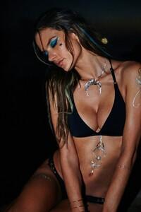 Alessandra-Ambrosio-Sexy-1-2.jpg