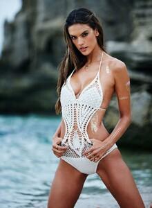 Alessandra-Ambrosio-Sexy-2-2.jpg