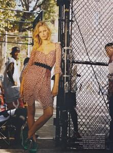 Becker_US_Vogue_November_2004_02.thumb.jpg.ebb3daa4186bc6bb81ff1ec7f1e526d7.jpg