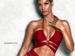 Nicole-Murphy-showing-her-body-in-a-bikini-1200x900.jpg