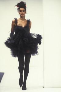 dolce-gabbana-ss-1992-1.thumb.jpg.dcc3757f1c1352c842af8a01abc8a4f0.jpg