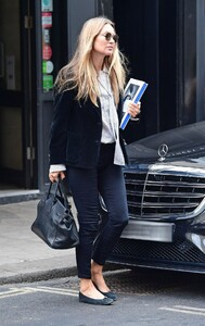 kate-moss-out-and-about-in-london-04-22-2021-10.jpg