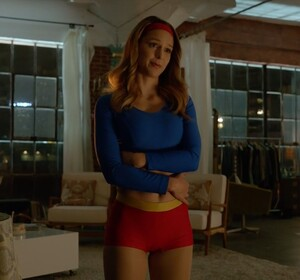 melissa_benoist_supergirl_costume_change5.jpg