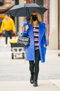 nicky-hilton-out-in-new-york-04-12-2021-1.jpg