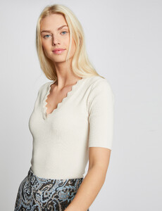 pull-manches-courtes-avec-bord-festonne-ivoire-femme-or-32536300856970203.jpg