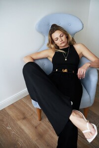 1-Edita+Vilkeviciute+by+Annemarieke+van+Drimmelen+Zara+Home+Summer+2021+(8).jpg
