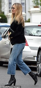 42416996-9530169-Heading_to_work_She_was_also_seen_making_her_way_into_an_office_-a-3_1619798449275.jpg