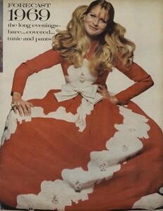 Penati_US_Vogue_January_1st_1969_06.thumb.jpg.9ccf2a68761f4bc4a28db730bc9346d8.jpg
