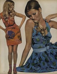 Penati_US_Vogue_January_1st_1969_09.thumb.jpg.7c46ff73005ba841dd55936859a69faa.jpg