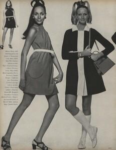 Penati_US_Vogue_January_1st_1969_19.thumb.jpg.2f00c7de0bcc94174482c6711f2cc0c4.jpg