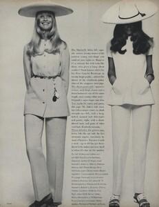 Penati_US_Vogue_January_1st_1969_24.thumb.jpg.769f8103e72160e7789a56a607c0ece3.jpg