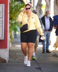 ashley-graham-in-bike-shorts-and-yellow-windbreaker-santa-monica-05-05-2021-5.jpg
