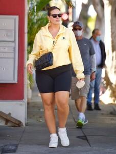 ashley-graham-in-bike-shorts-and-yellow-windbreaker-santa-monica-05-05-2021-6.jpg