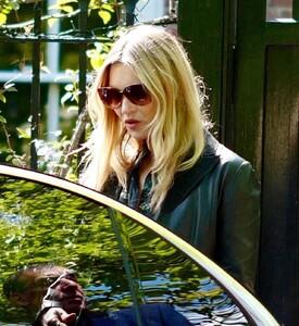 kate-moss-in-a-long-black-coat-and-dark-sunglasses-london-05-19-2021-3.jpg