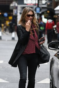 kate-moss-out-in-soho-in-london-05-20-2021-2.thumb.jpg.072437fc5083a5304435ad9e2a2fc012.jpg