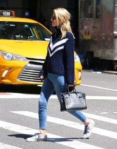 nicky-hilton-street-style-soho-in-new-york-05-06-2021-2.thumb.jpg.7a3ebfd393758db43517891b44993318.jpg