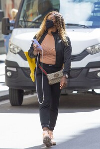 serena-williams-shopping-at-the-gucci-store-in-rome-05-13-2021-1.jpg