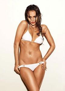 Jessica-Alba-White-Bikini.thumb.jpg.d34c1930a3c091e4be45eb0b6d00b988.jpg
