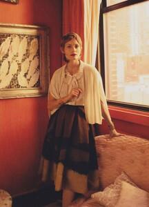 Meisel_US_Vogue_May_2010_03.thumb.jpg.006bd7ae82a1d29376974f848cce1108.jpg