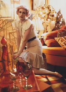 Meisel_US_Vogue_May_2010_07.thumb.jpg.5da0f0e0b26644b34a64632f16c1aef1.jpg