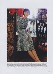 Meisel_US_Vogue_May_2010_08.thumb.jpg.24c9e47704060a2bf440dcb6b6288424.jpg