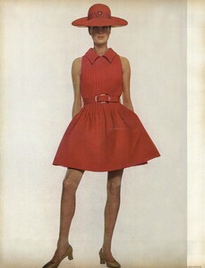 Waldeck_Penati_US_Vogue_April_15th_1968_01.thumb.jpg.cd002aea44ed3eeeef0360385138e305.jpg