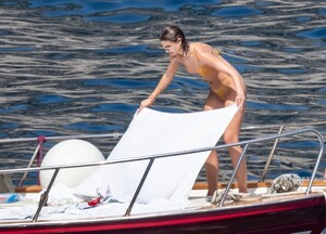 taylor-hill-in-bikini-at-a-boat-in-positano-06-27-2021-1.jpg