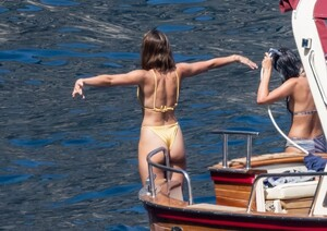 taylor-hill-in-bikini-at-a-boat-in-positano-06-27-2021-2.jpg