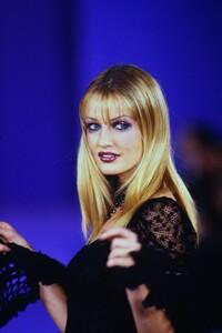 anna-sui-ss-1993 (2).jpg