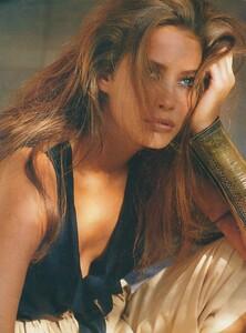 Adventure_Piel_US_Vogue_December_1987_05.thumb.jpg.1ba1f796a5895bc5ab55ec7db25f3639.jpg