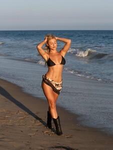 Stefanie-Gurzanski---Baby-G-in-a-bikini-in-Los-Angeles-21.jpg