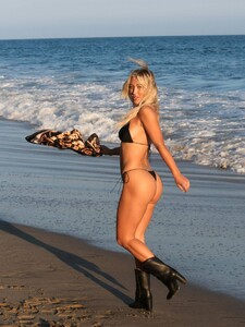 Stefanie-Gurzanski---Baby-G-in-a-bikini-in-Los-Angeles-47.jpg