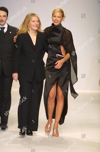 viviana-soppena-show-milan-fashion-week-autumn-winter-2001-italy-shutterstock-editorial-333499a.thumb.jpg.483333ce74e72ef2f40e1c2a2ca8a7db.jpg