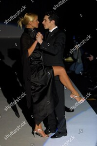viviana-soppena-show-milan-fashion-week-autumn-winter-2001-italy-shutterstock-editorial-333499d.thumb.jpg.e2889e9e3057832270e7f543db976247.jpg