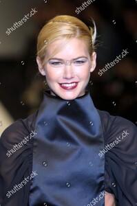 viviana-soppena-show-milan-fashion-week-autumn-winter-2001-italy-shutterstock-editorial-333499e.thumb.jpg.2f7476b616f0984ccfaaf5f1d751592b.jpg