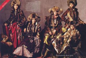 Packing-for-Paradise-Steven-Meisel-Vogue-US-June-2005-10.thumb.jpg.79850d6bb825a48840ce5c59c44c261d.jpg